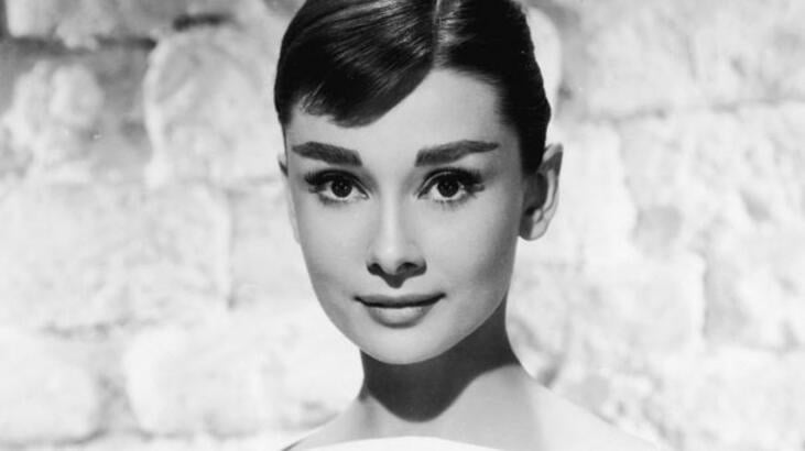 Rare photos of the legendary star Audrey Hepburn are on sale 4