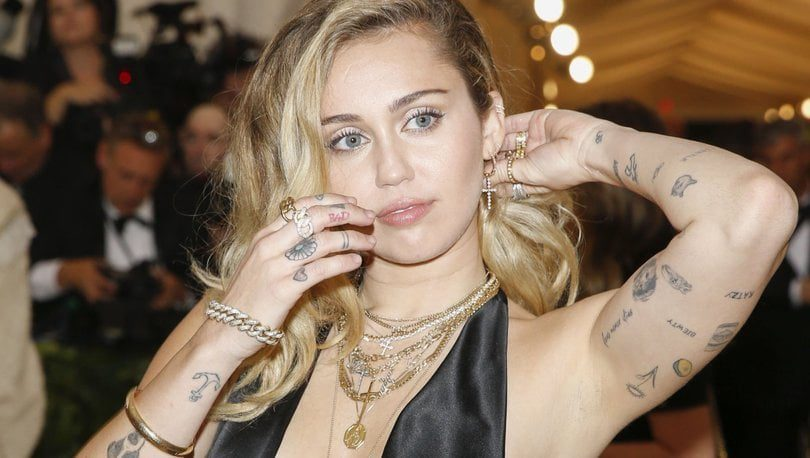 Miley Cyrus Claims About Aliens Im Watched By An Alien 1
