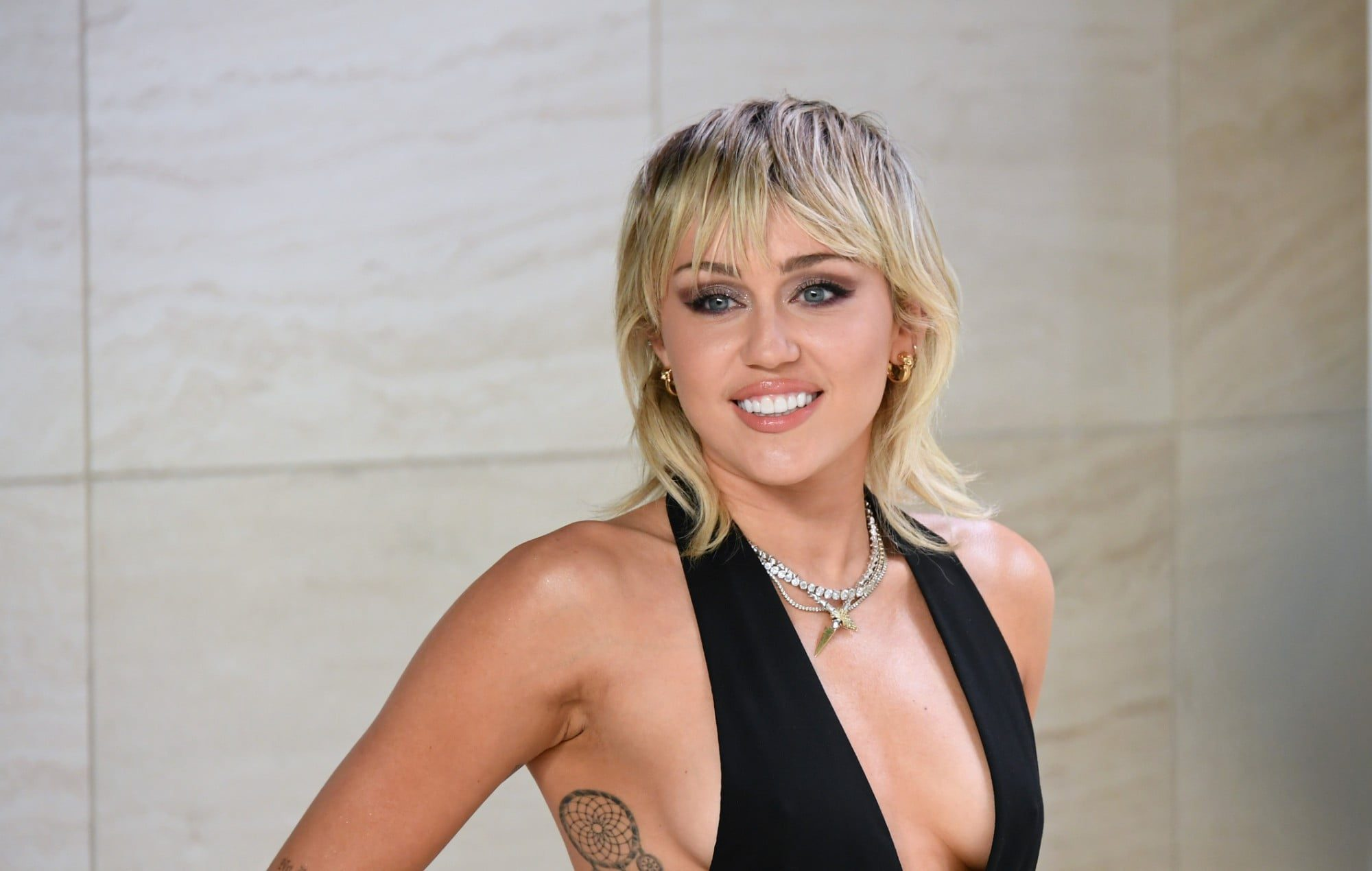 Miley Cyrus Claims About Aliens Im Watched By An Alien 2