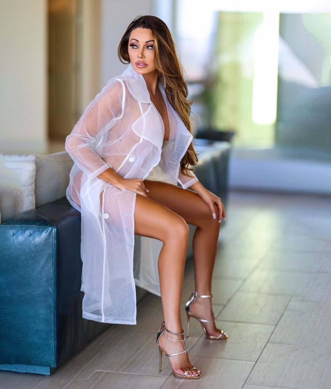 Holly Sonders changed her career turned into a sexy model 2