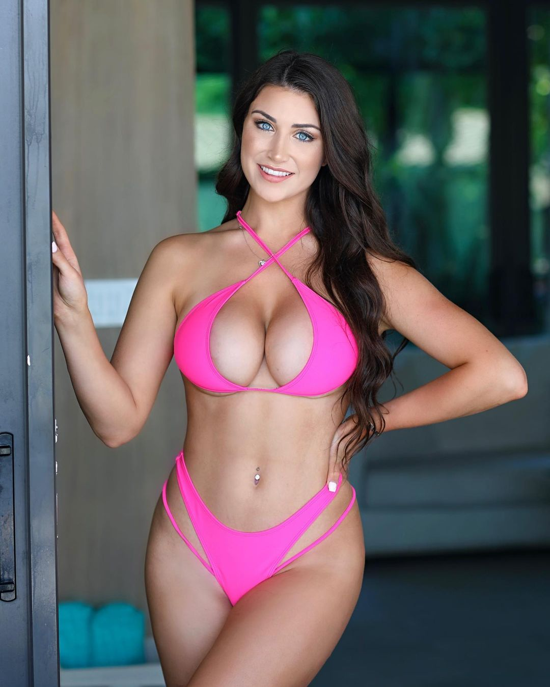 Instagram model Jessica Bartlett beauty and success boost her net worth 2