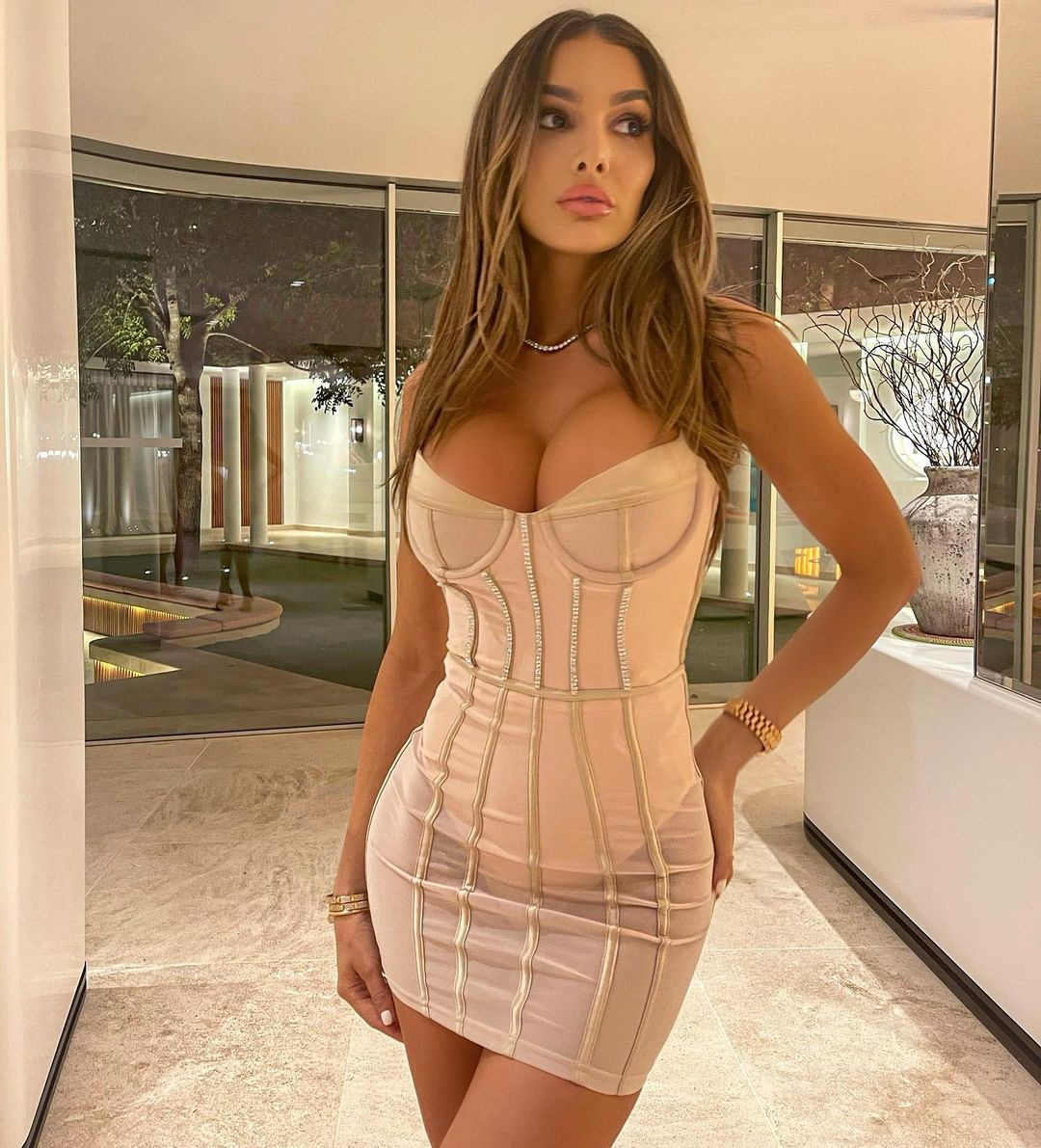 Lyna Perez Biography Daughter Net Worth Instagram Modeling 7