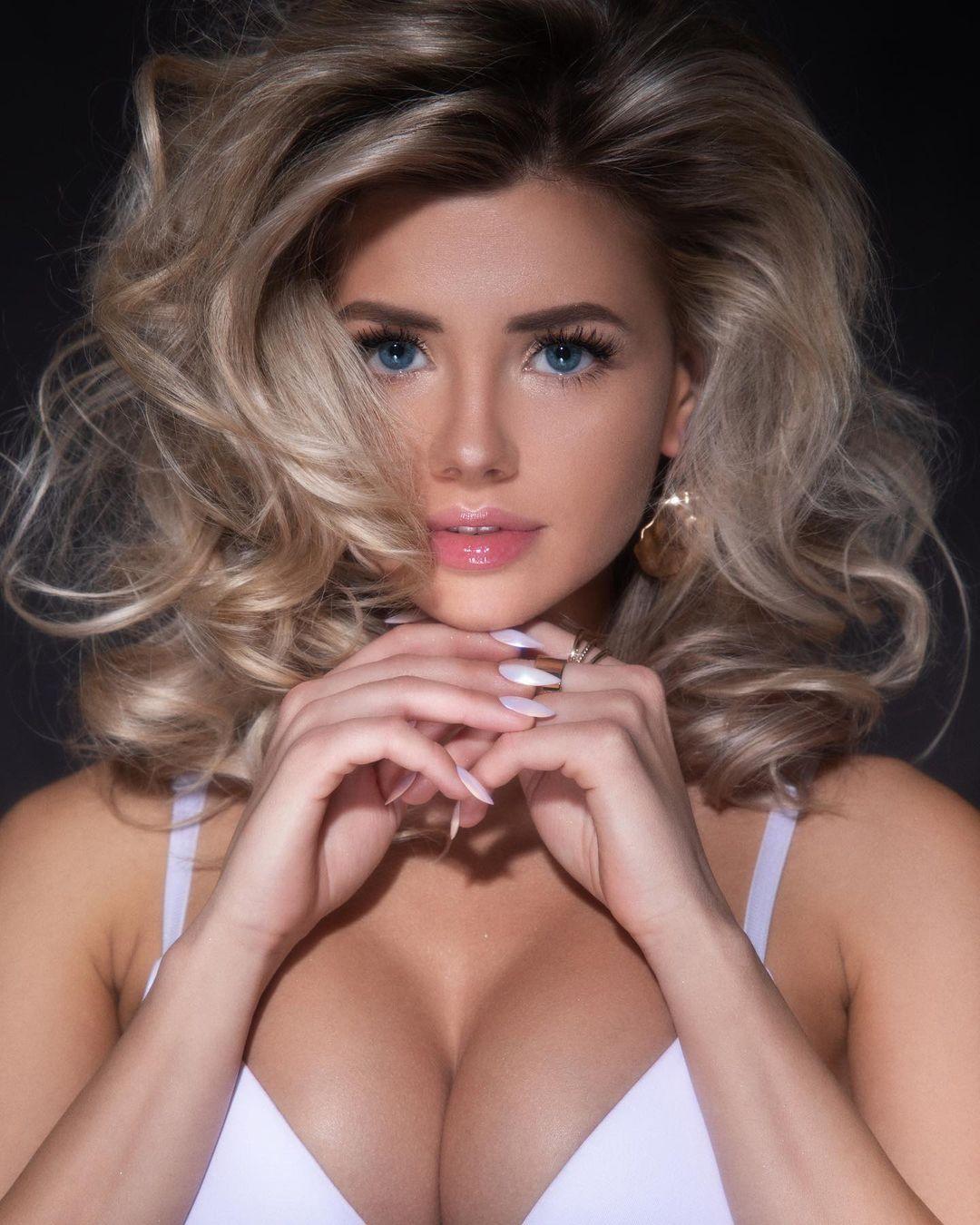 Social Medias Hottest Model Natalya Krasavina 2021 8