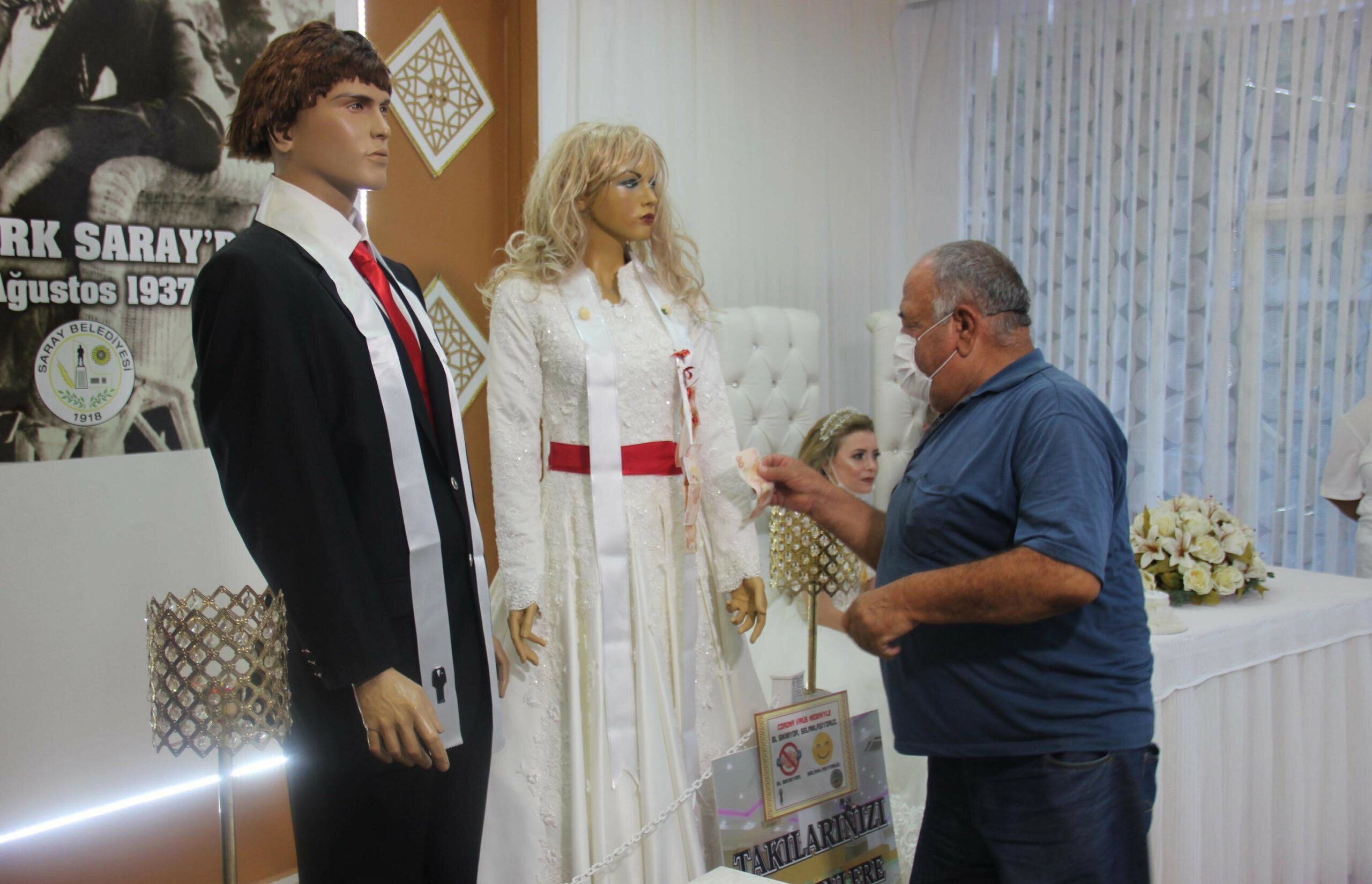 These Mannequins both make you laugh and scare 2 scaled