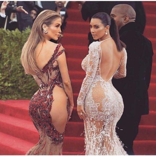 Kim Kardashians Sexiest Bikini Photos 15 3