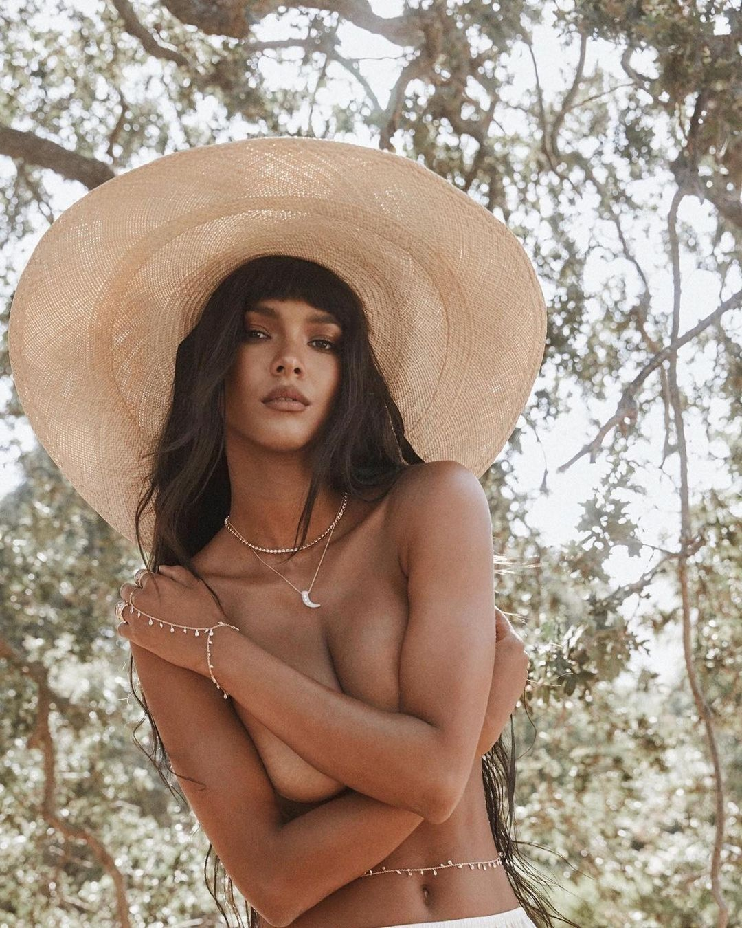Model Lais Ribeiro made her first nude photo model in 2021 4