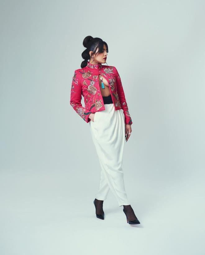 Priyanka Chopras outfit was highly appreciated at the BAFTA AWARD ceremony 1