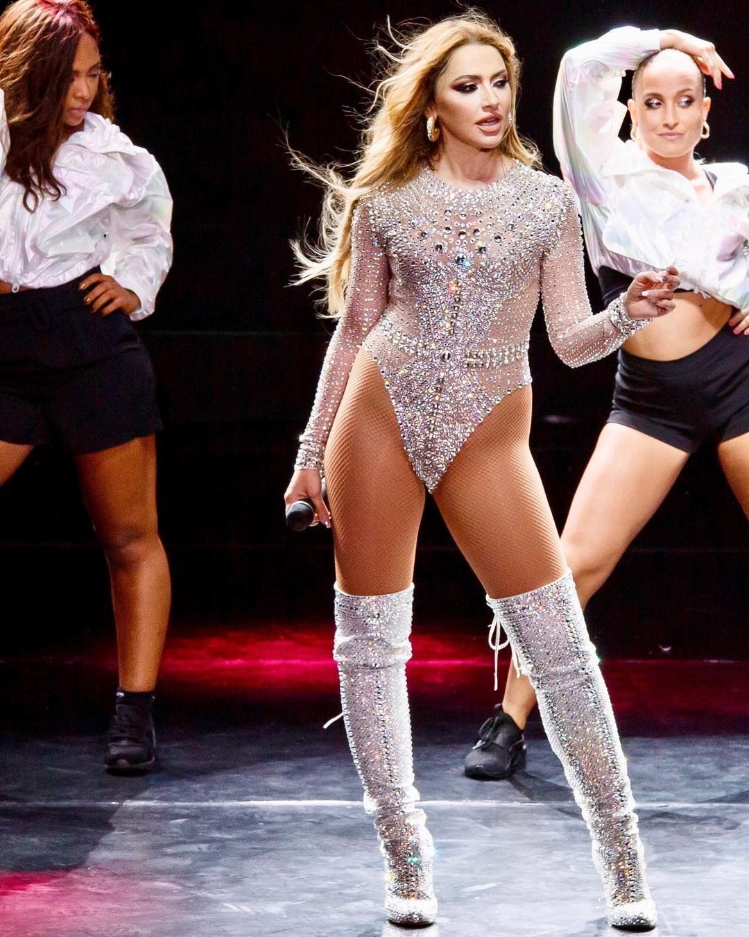 Singer and Model Shown as One of the Sexiest Women in Hadise Country 6