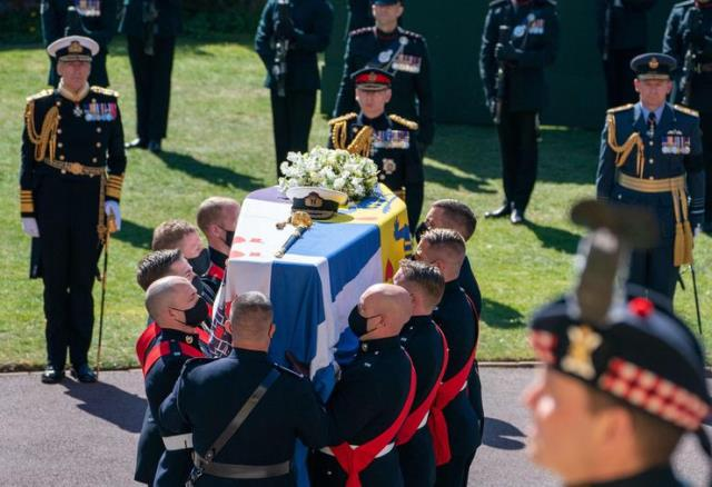 What is in the bag that Queen Elizabeth carried at the funeral 3