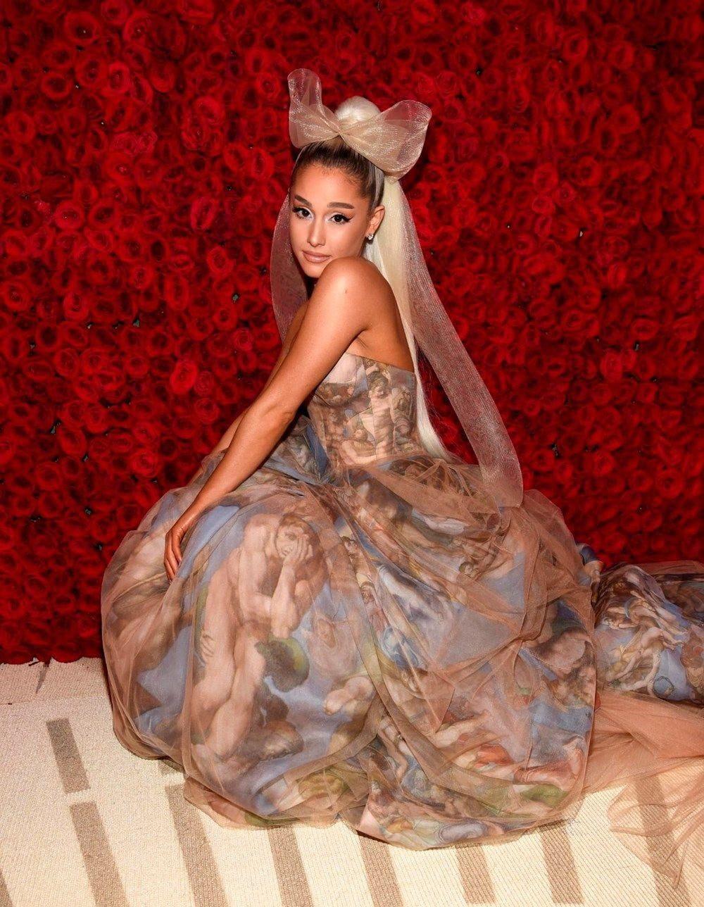 Ariana Grande secretly married to Dalton Gomez 1