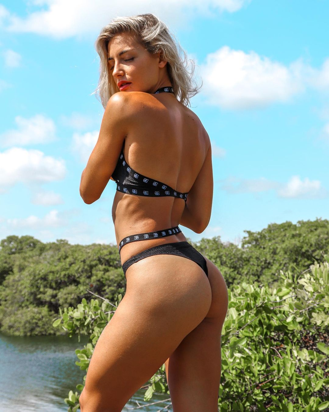 Cata Cohan stands out with its abdominal muscles 2