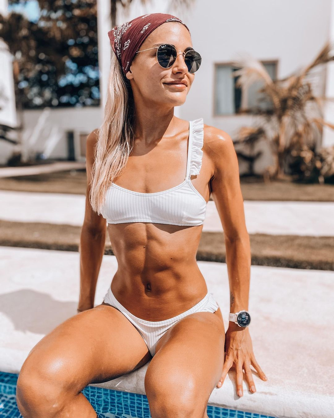 Cata Cohan stands out with its abdominal muscles 4