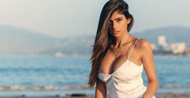 Adult movie star Mia Khalifas tweet drives Israel supporters crazy 3