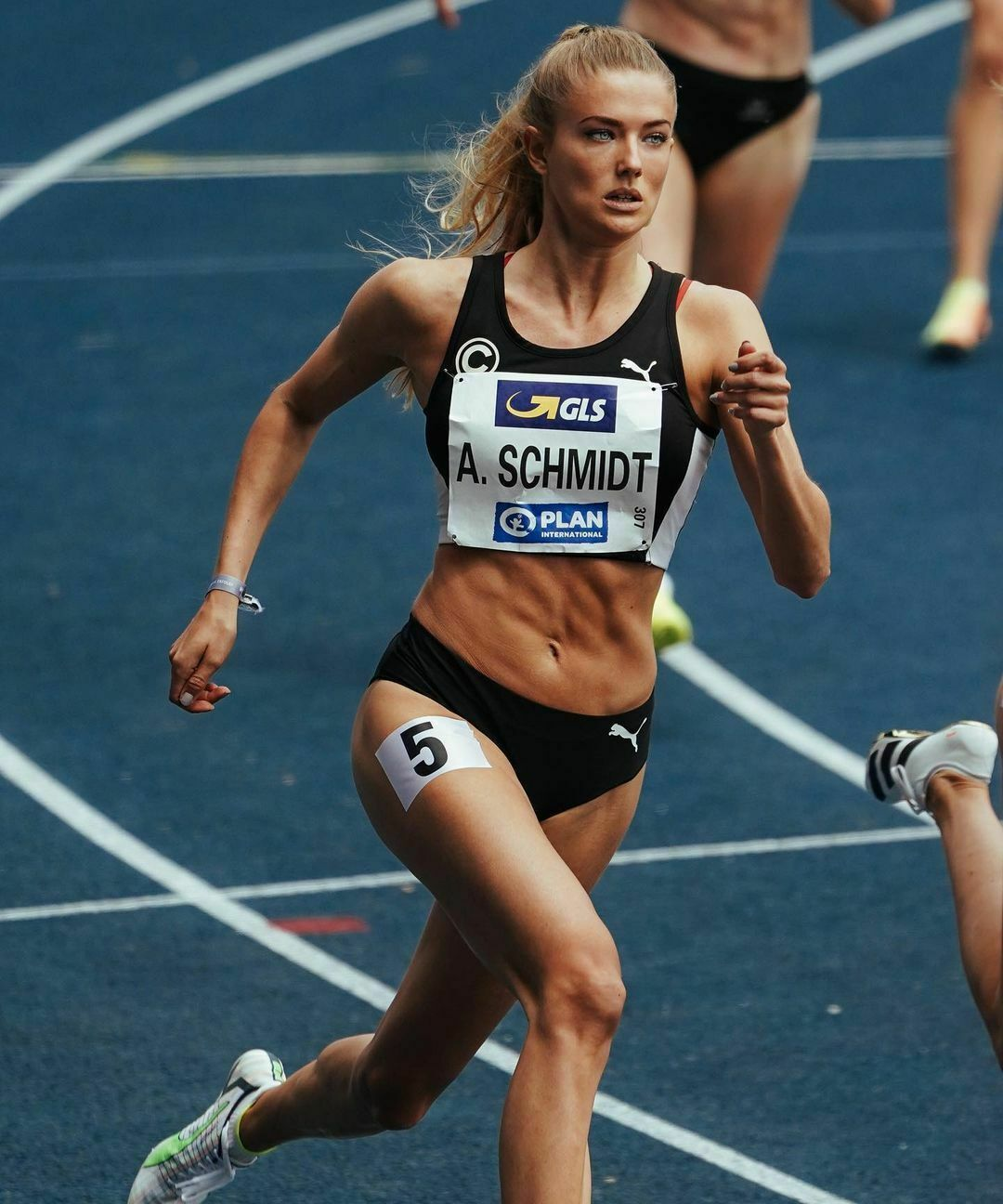 Alica Schmidt shown as the most beautiful athlete in the world stands out with his bold sportswear 3