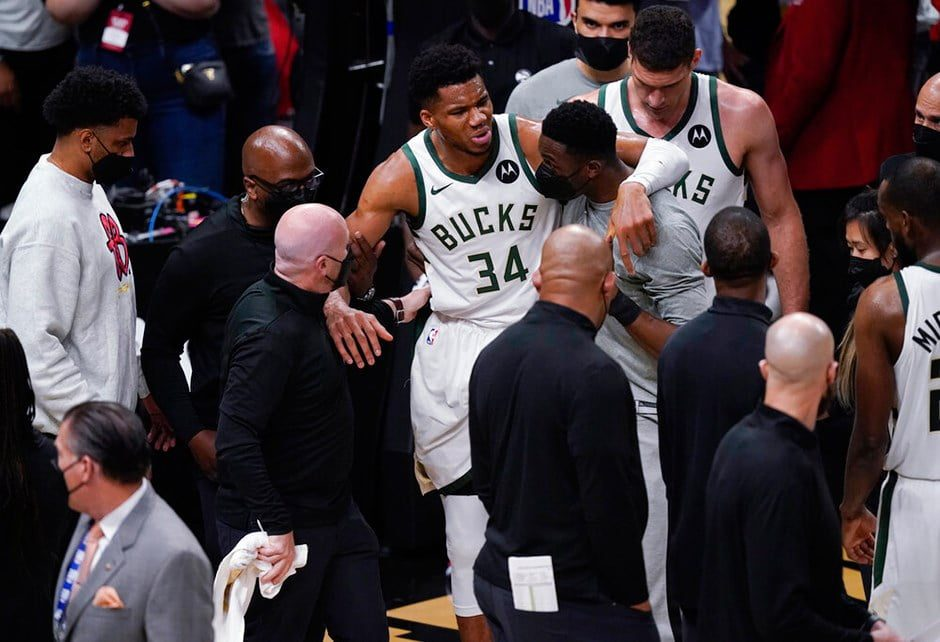 Frightening event in the NBA Giannis Antetokounmpo injured 1
