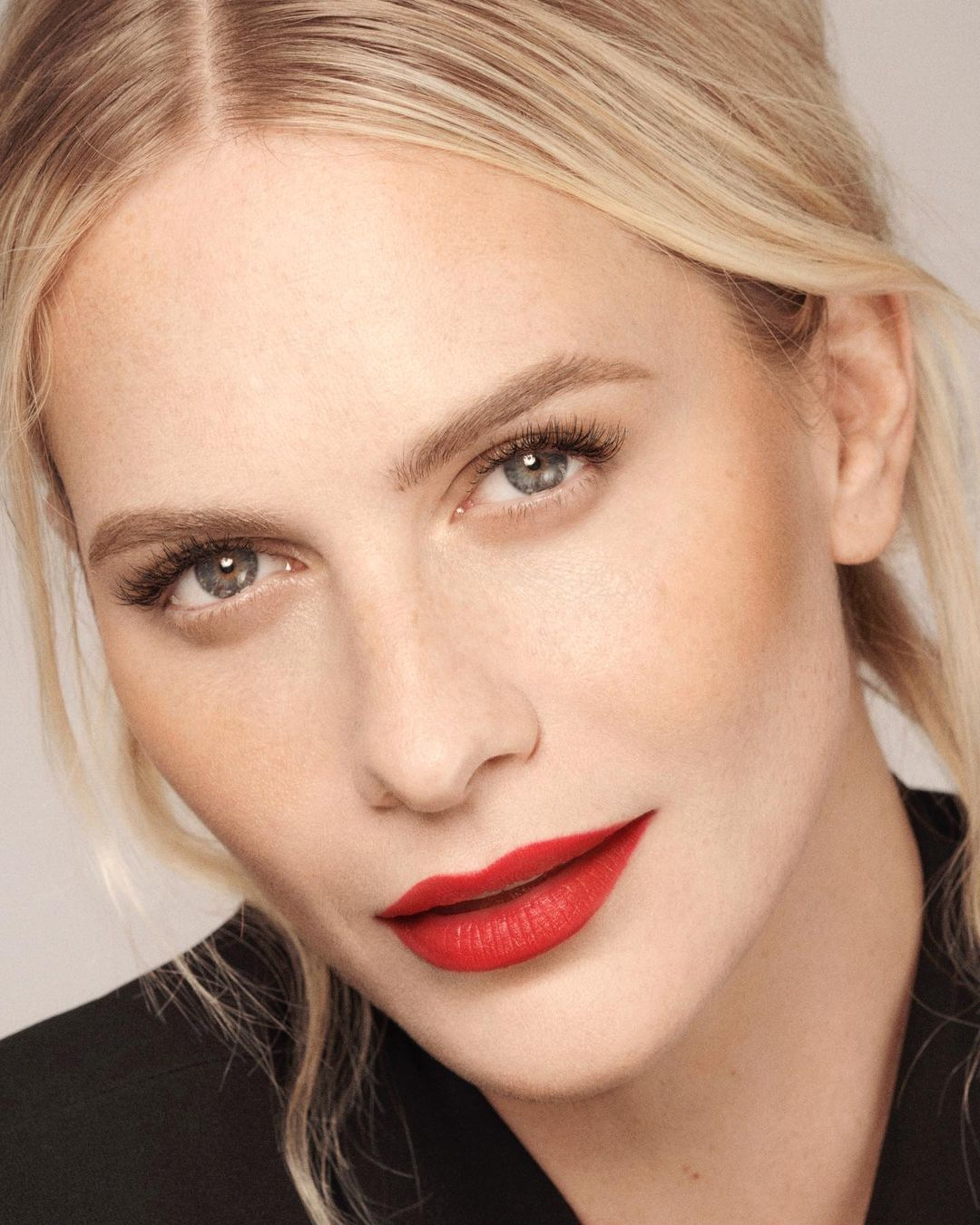 Poppy Delevingne is increasing her popularity with 1.7 million followers on Instagram 2