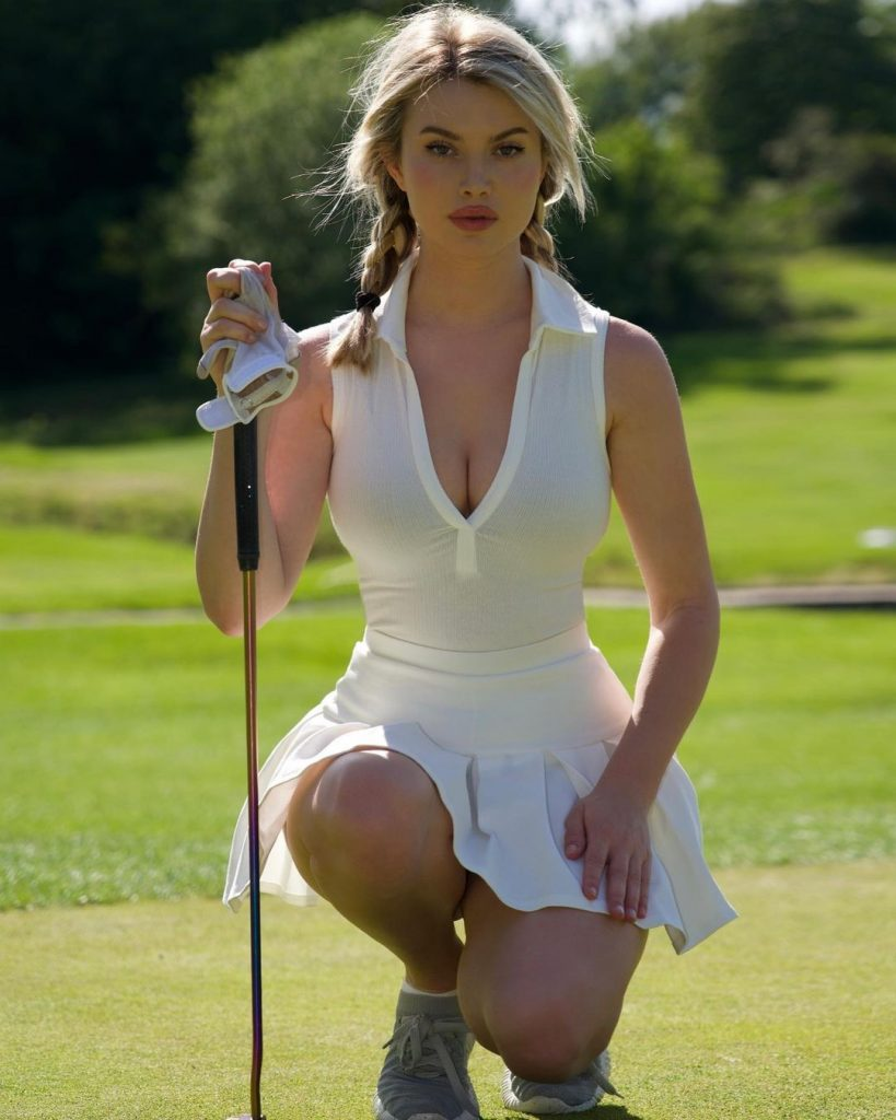Sweetest Photos of Both Golf Player and Model Lucy Robson 12 11