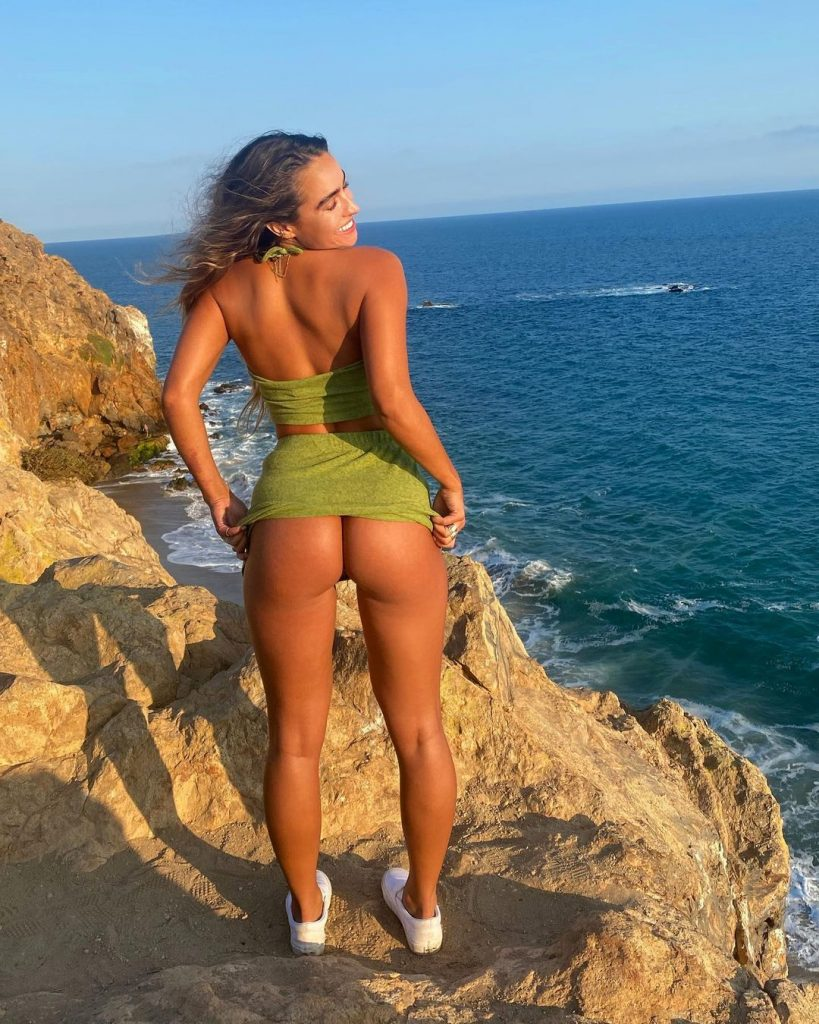 Model Sommer Ray is on the agenda with her Butt Shaking on Tiktok 2
