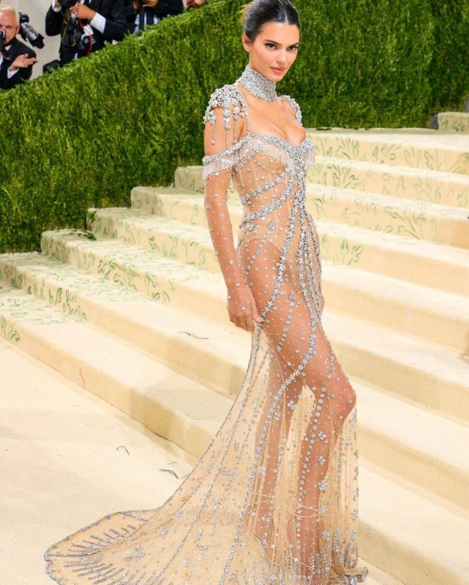 Hip Detail of Kendall Jenners Dress at MET Gala 4