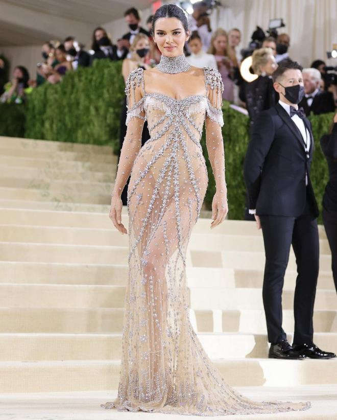 Hip Detail of Kendall Jenners Dress at MET Gala 5