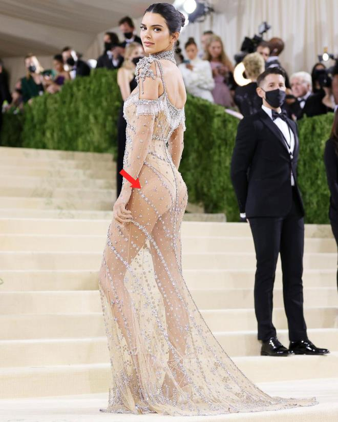 Hip Detail of Kendall Jenners Dress at MET Gala 7