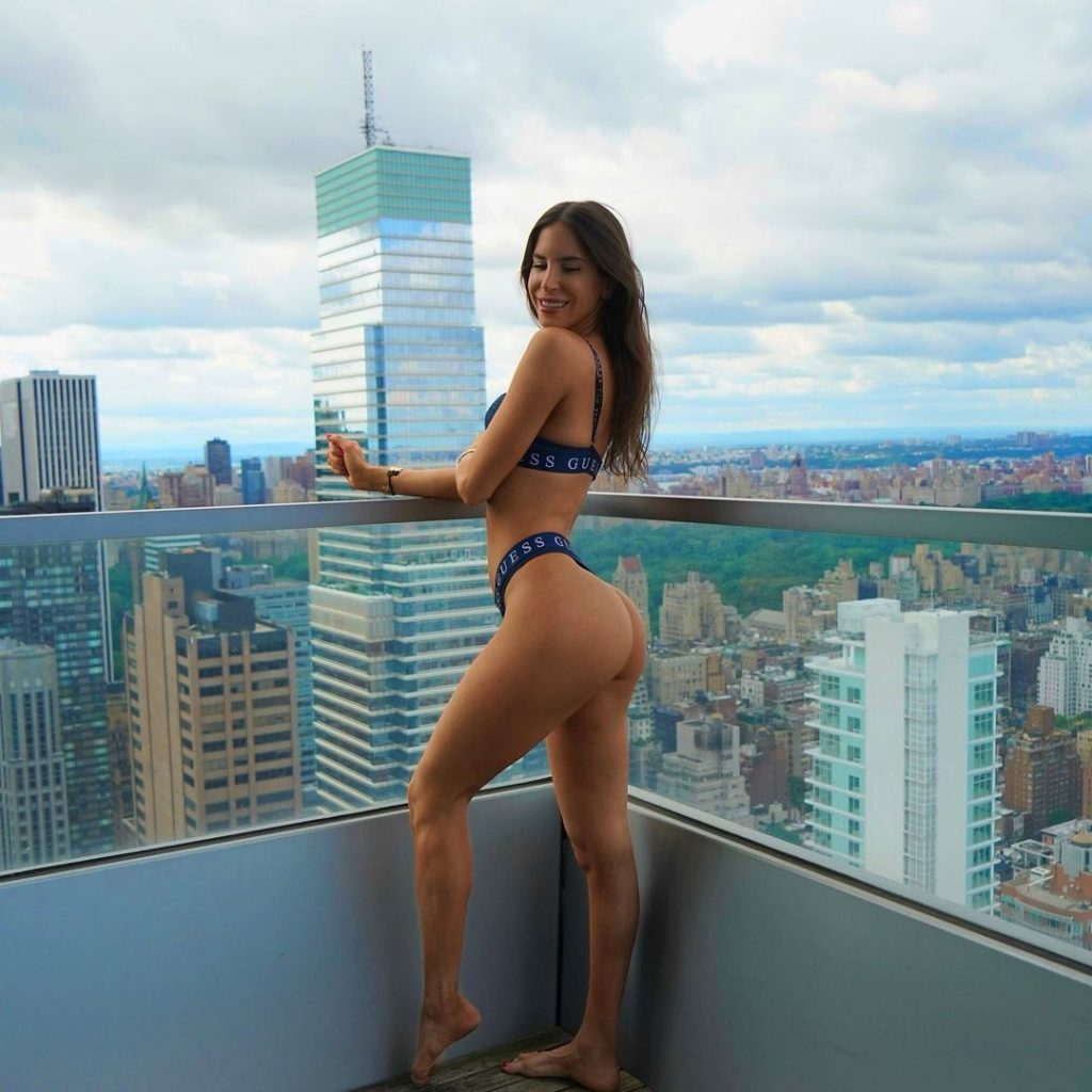 Jen Selters Lie For A Great Butt With Squat 1