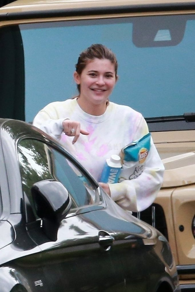Kylie Jenners No Makeup Photos Attracted Attention 2
