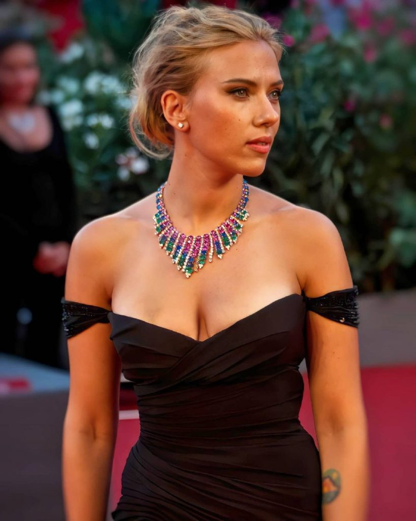 The golden ratio proves that Scarlett Johansson is one of the sexiest actors in Hollywood 6
