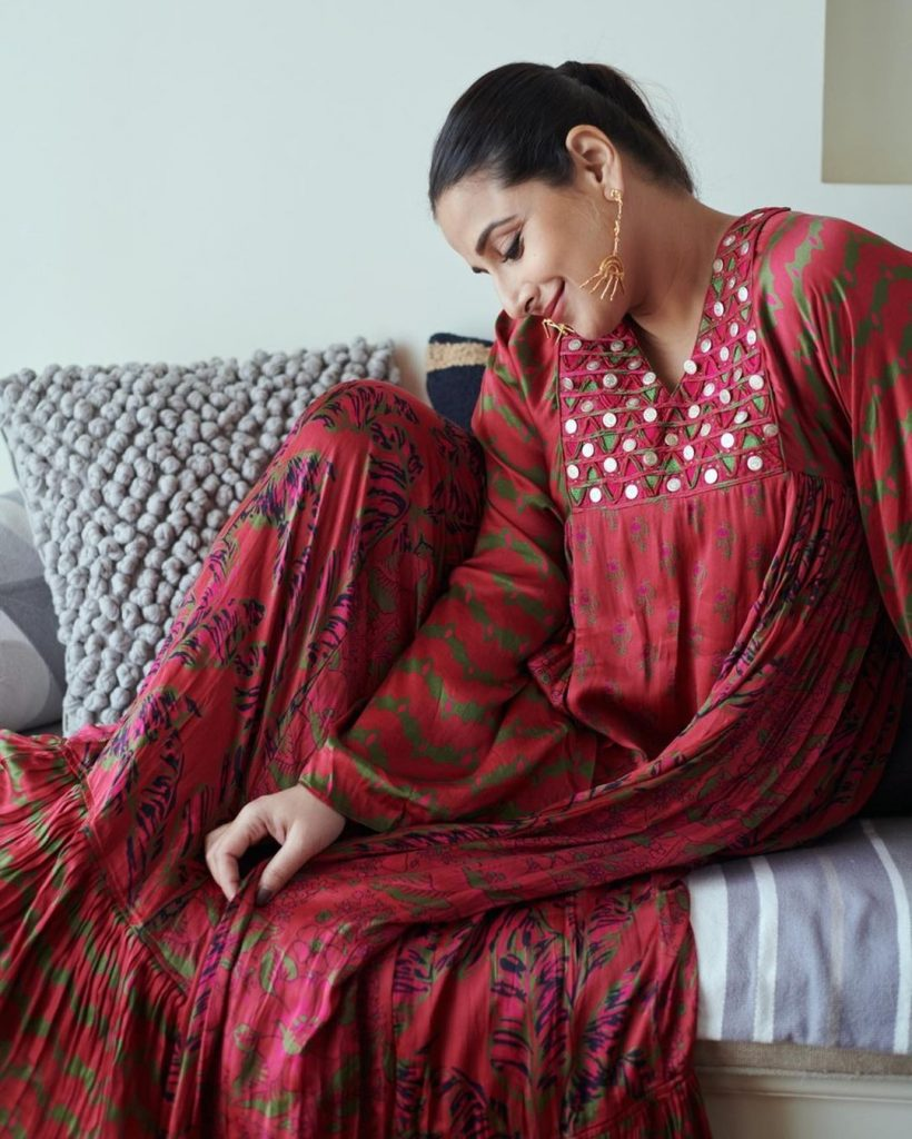 Vidya Balan brings comfort fashion to the fore with this flowy suit 2